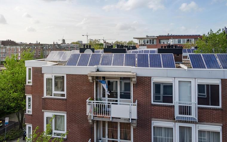 Plat dak voorbeeld zonnepanelen