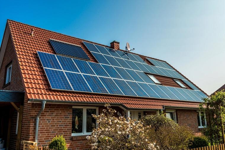 Voorbeeld zonnepanelen op schuin dak